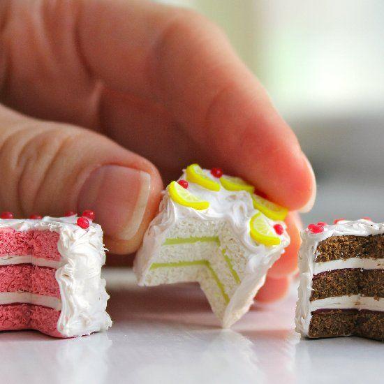 Mini bolo de biscuit de diferentes cores (reprodução do site craftgawker)