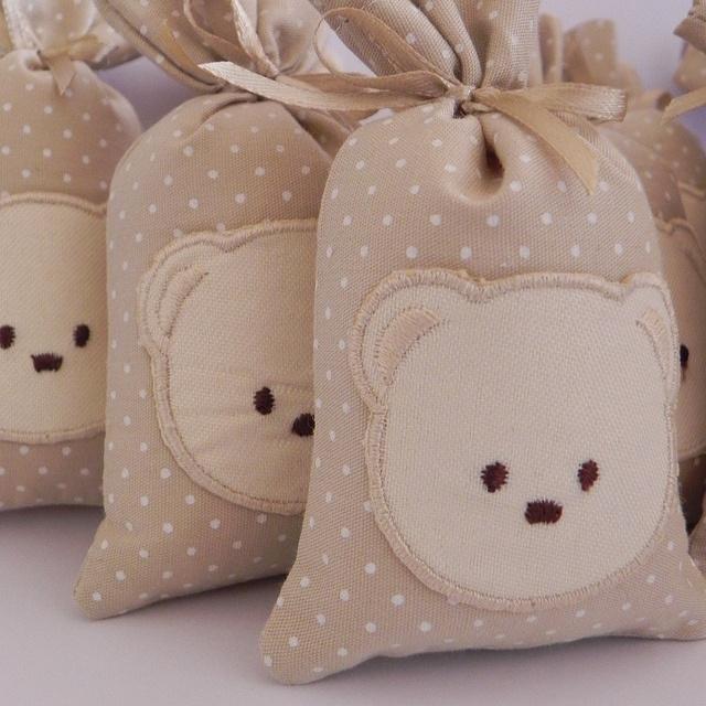 Bolsas de lembrancinhas com detalhe de urso (reprodução do site: dicaspramamae)