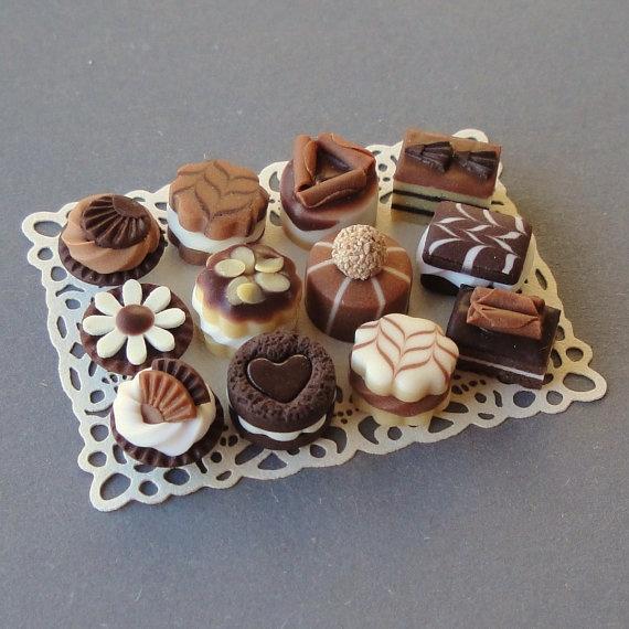 Bolos de biscuit em miniatura (reprodução do etsy de Isabelle merciaminiatures)