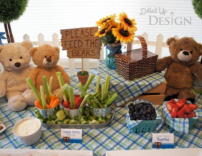 festa de pique-nique com comidinhas saudáveis e um incentivo a alimentar os ursinhos (reprodução do site: momsandmunchkins)