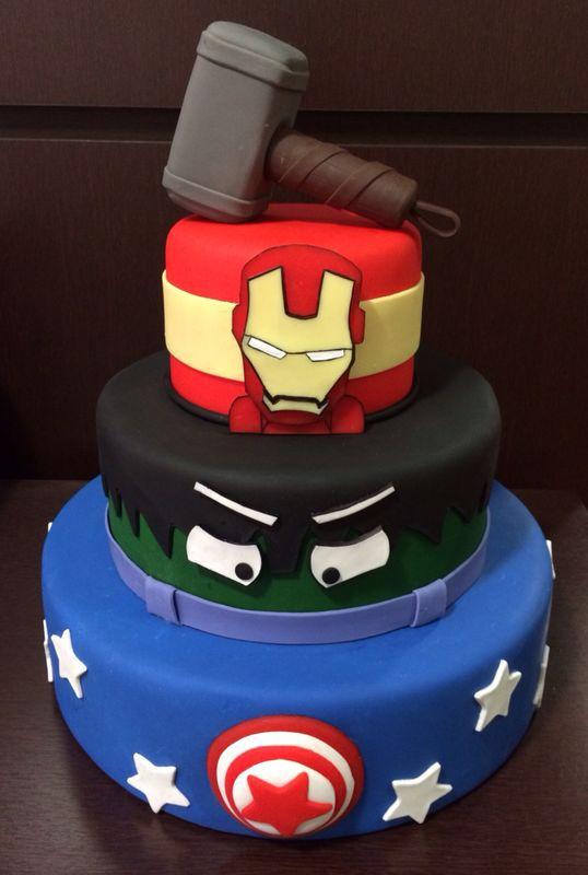 Bolo de biscuit de super heróis (reprodução do site papelintte)