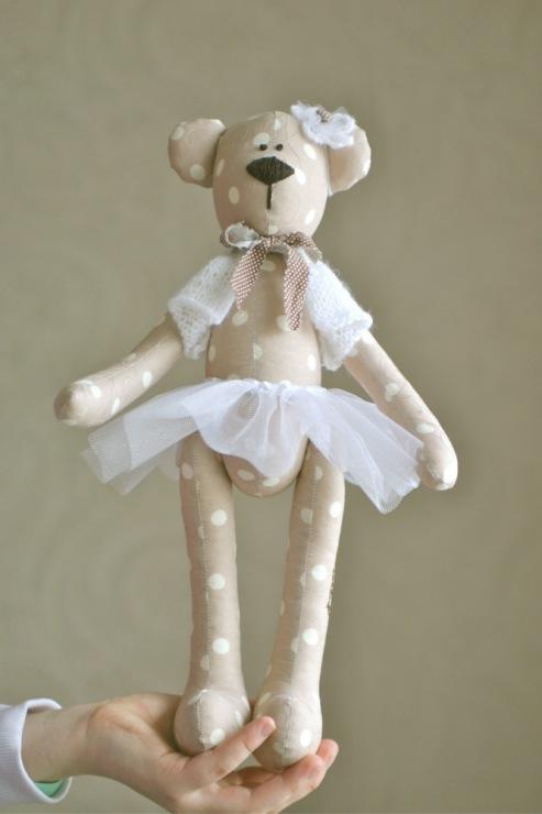 A ballerina é um clássico nas bonecas, e por que não juntar com os ursos e criar um personagem para a festa? (reprodução do site: pimpollo)