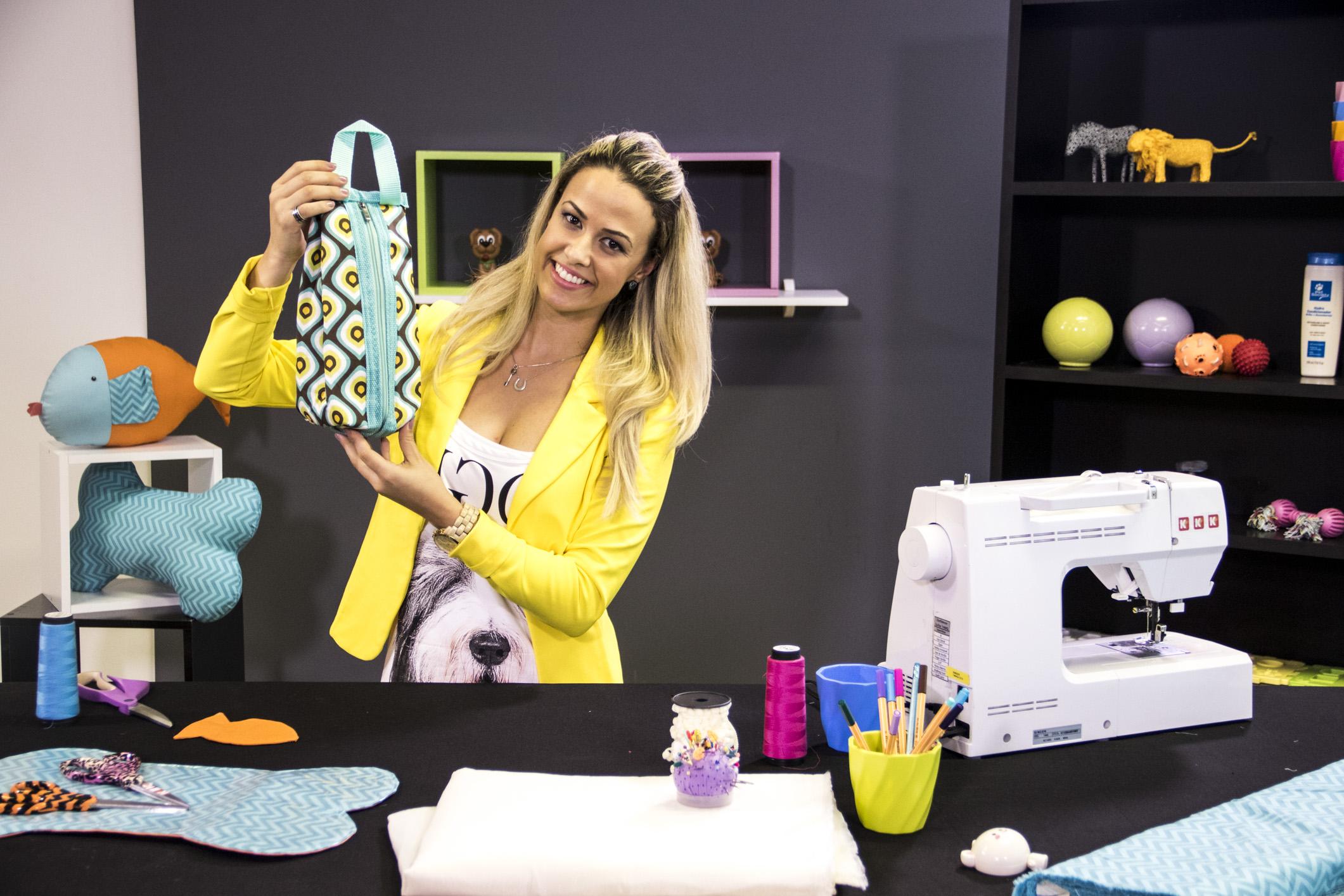 Carol Viana mostra as peças que vai ensinar no curso Bolsa, caminhas e acessórios para pets