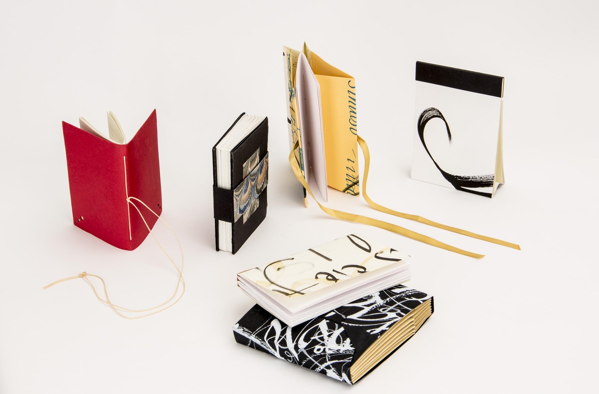 Costuras e acabamentos que a Gabi vai ensinar no curso para você criar seus livros artesanais. Não perca!