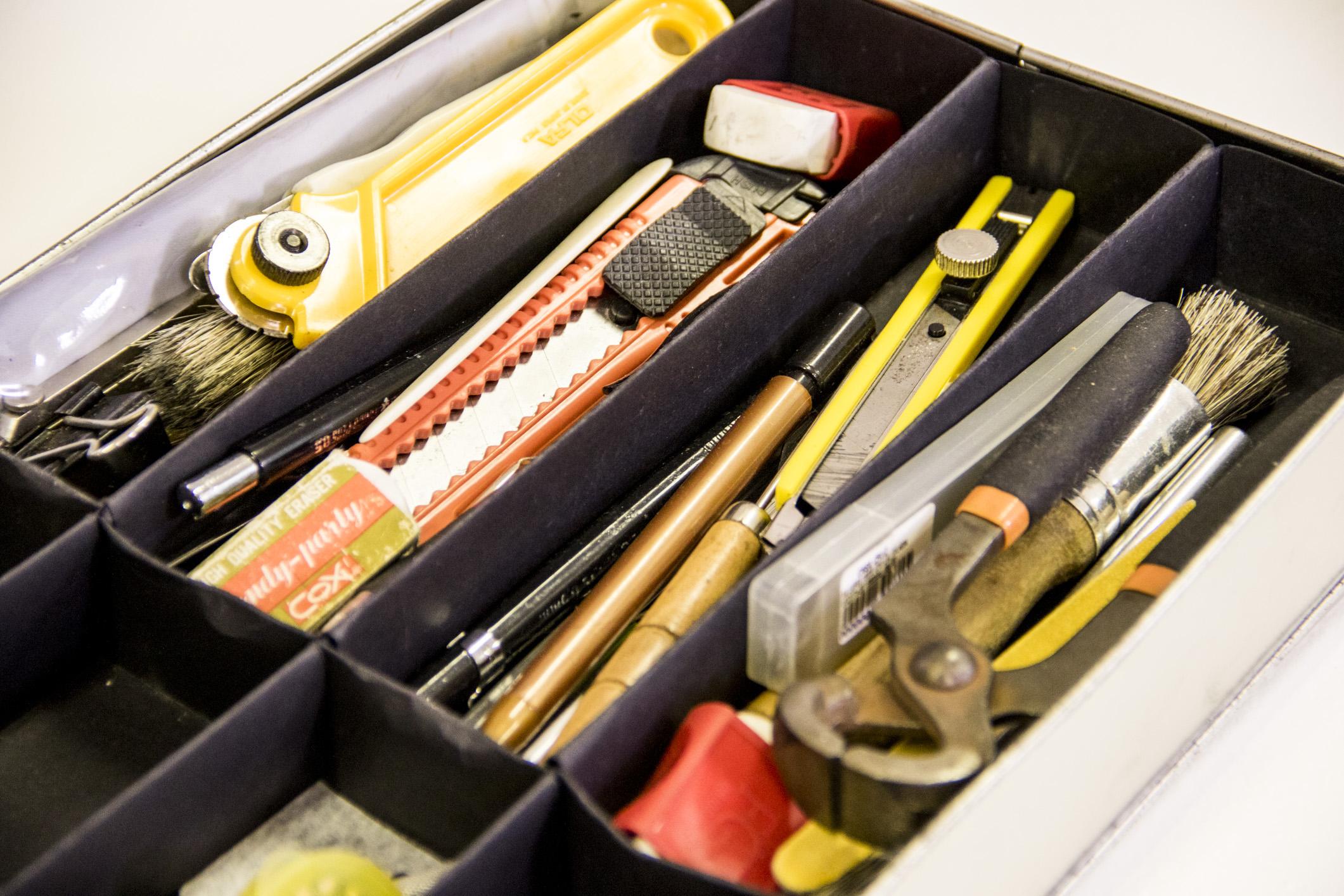 As ferramentas de trabalho de encadernação da Gabi