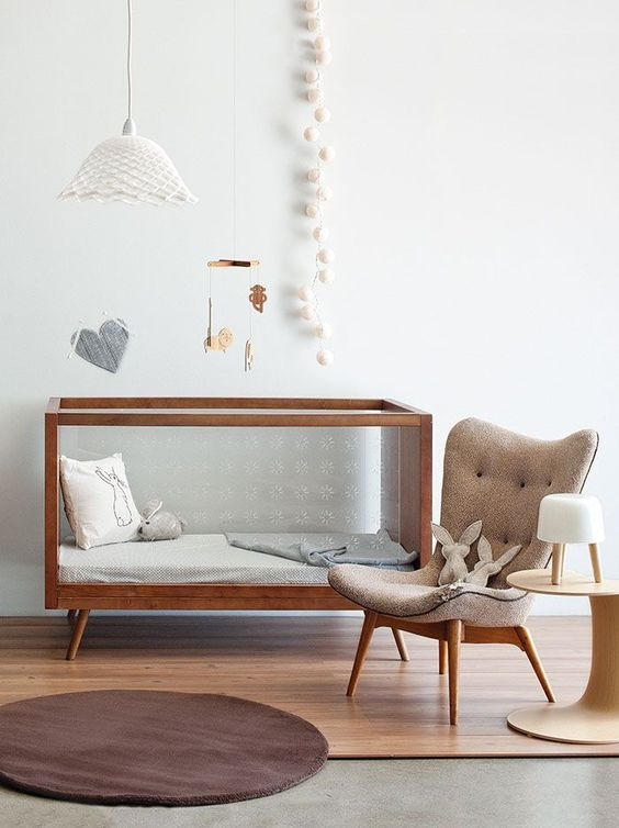A madeira está presente em quase todos os elementos da decoração deste quarto de bebê (reprodução do site: insideout)