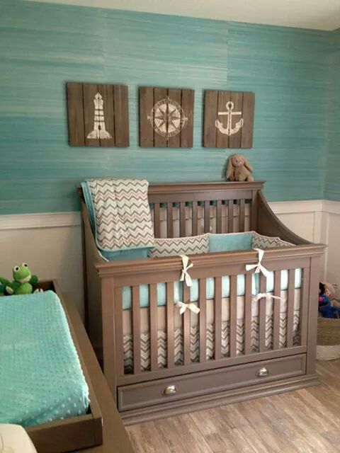 Um verde agua suave com o tom desbotado da madeira criam um tom calmo e tranquilo, perfeito para um quarto de bebê (reprodução do site: project nursery)