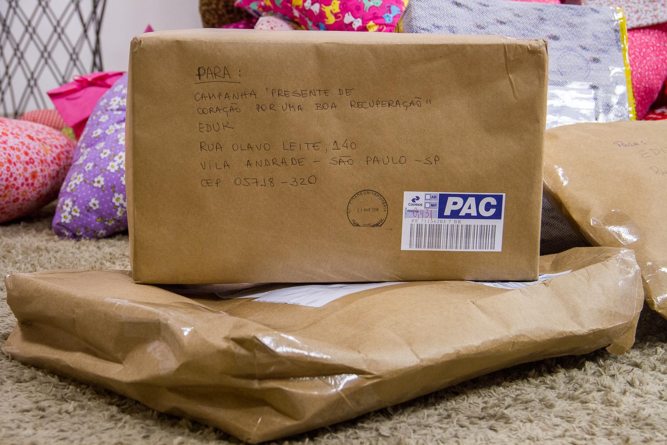 Os pacotes cheios de almofadas de coração não param de chegar na eduK. Participe você também dessa linda campanha!