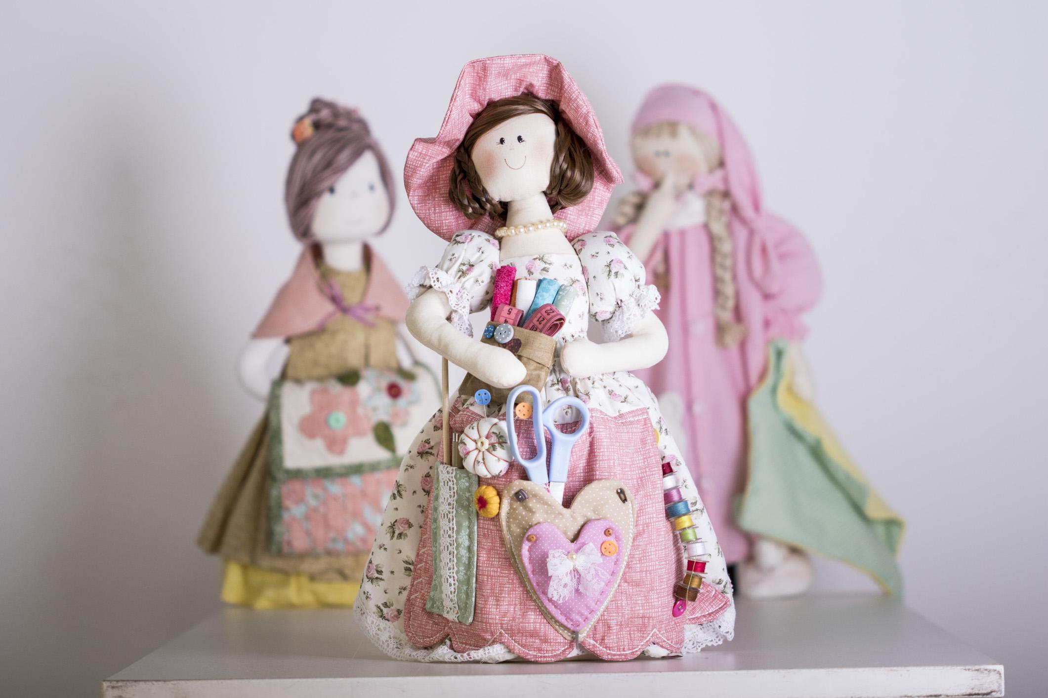 Bonecas que decoram e têm função utilitária! Lindas demais!