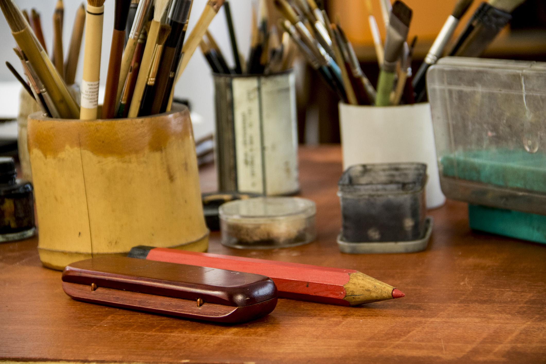Mundo perfeito: os materiais de trabalho do artista plástico e arte-educador
