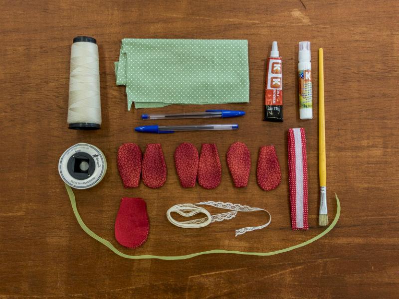 Materiais necessários para fazer a flor em tecido