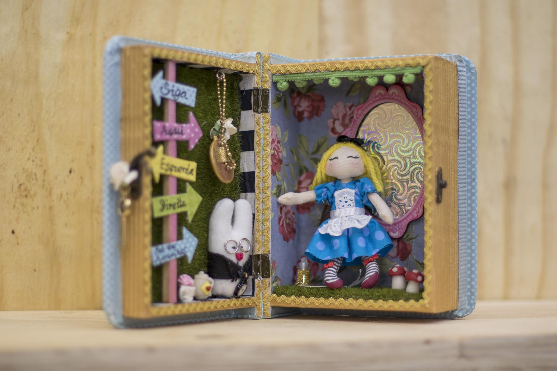 Alice no País das Maravilhas, por Kátia Callaça