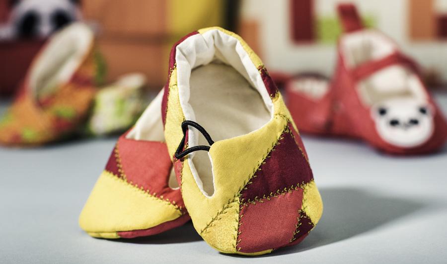 Detalhe dos sapatinhos feitos com a técnica crazy. Não fica lindo?