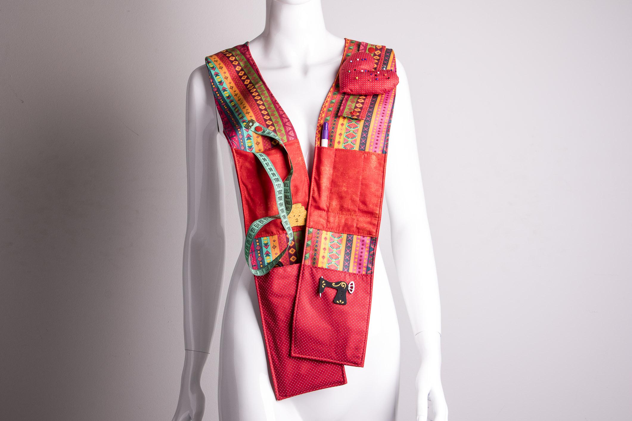 O cachecol, além de prático, deixa o material à mão na hora de trabalhar
