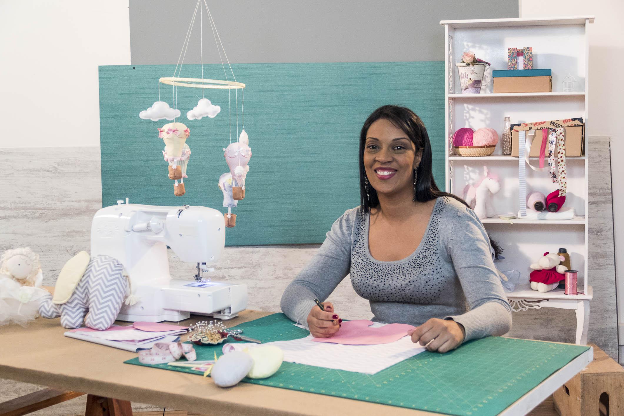 Aprenda com a artista plástica Tati Delphino decoração em tecido: anjos, fadas e encantos!