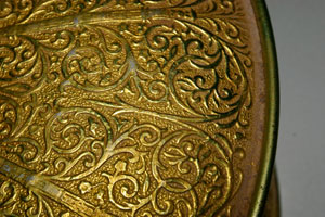 Use a pintura especial para reproduzir o efeito do ouro nas peças (crédito da foto: Decoración en el Hogar)