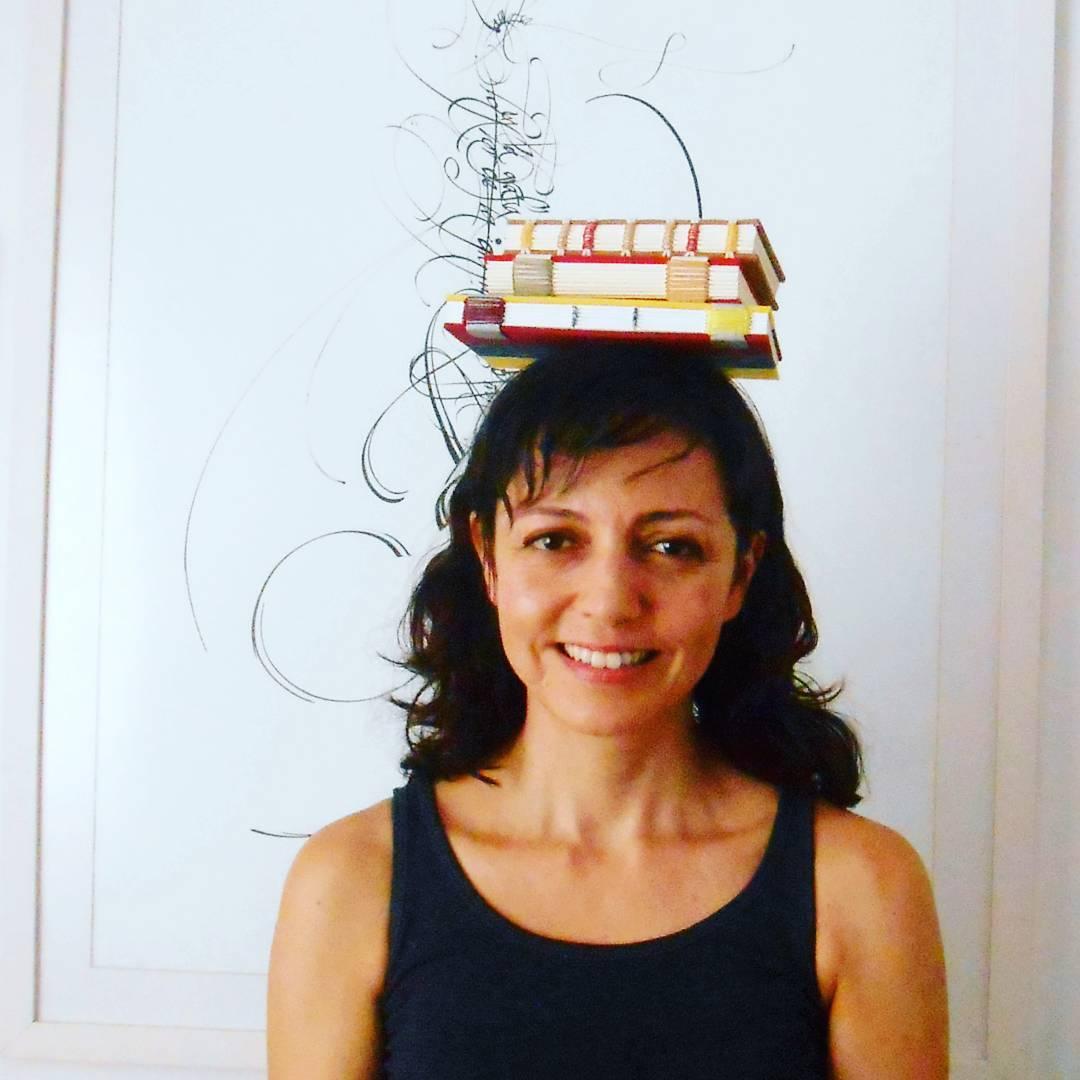 """A encadernadora Gabriela: """"livros sempre na cabeça e nas mãos"""""""