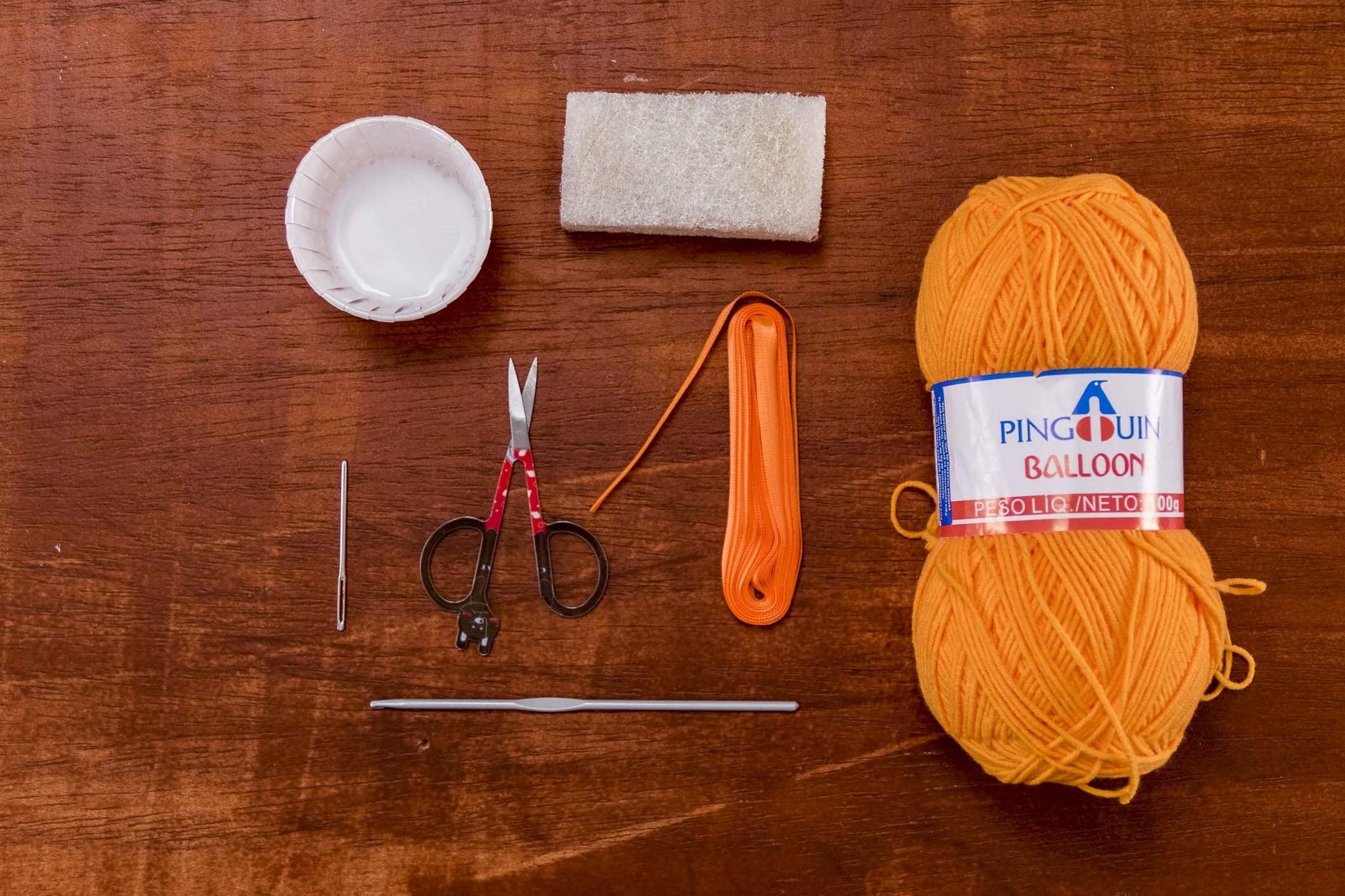 Materiais necessários para você fazer a sua máscara de crochê