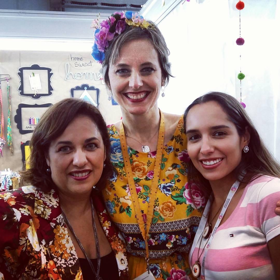 Olha aí a Camila (à direita) ao lado da expert Lu Gastal, durante a Mega Artesanal