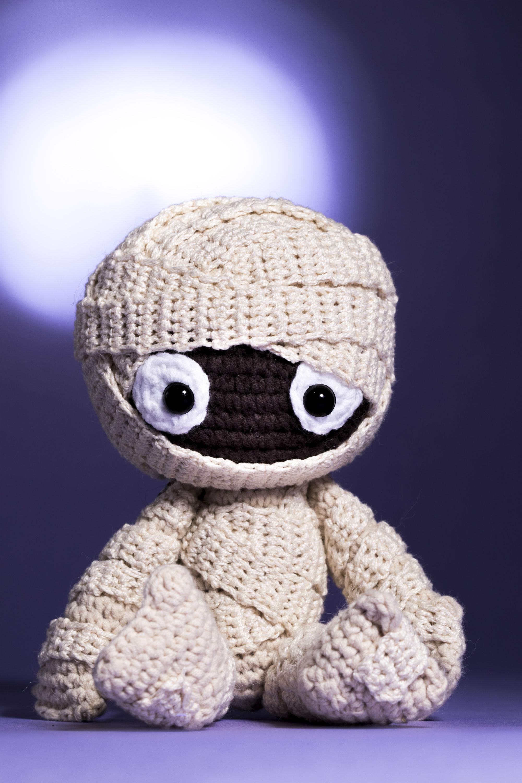 Aprenda a fazer essa fofíssima múmia em crochê e arrase nas vendas!