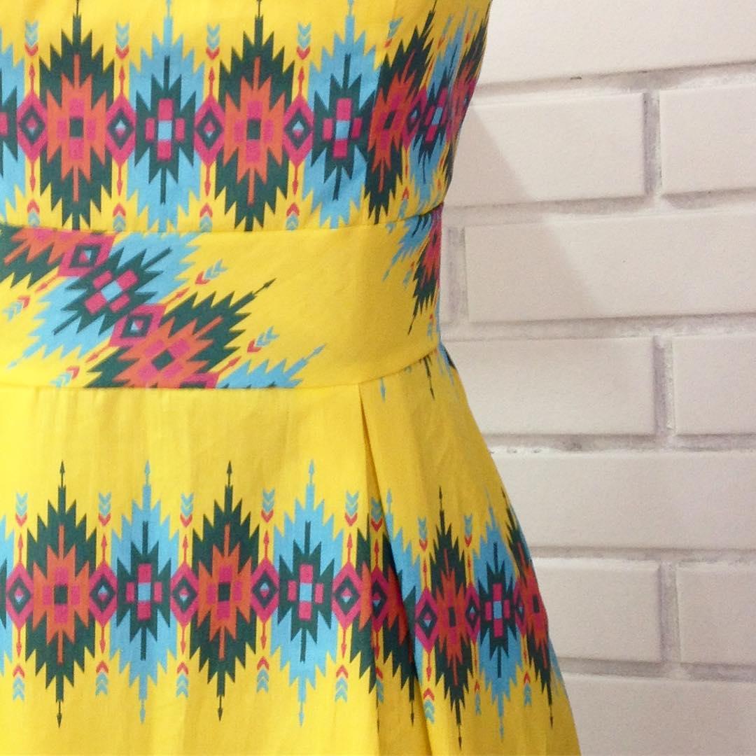 Detalhe do vestido criado pelas alunas do curso de Moda da E.T. José Rocha Mendes (reprodução Instagram: @francinelacerda)