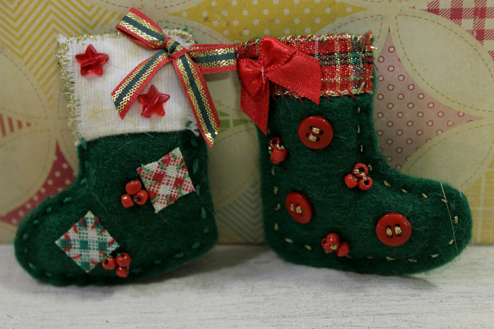 Botinhas de Natal feitas por Elá Camarena: a peça representa São Nicolau que, reza a lenda, deixava presentes nas chaminés das casas dos mais pobres