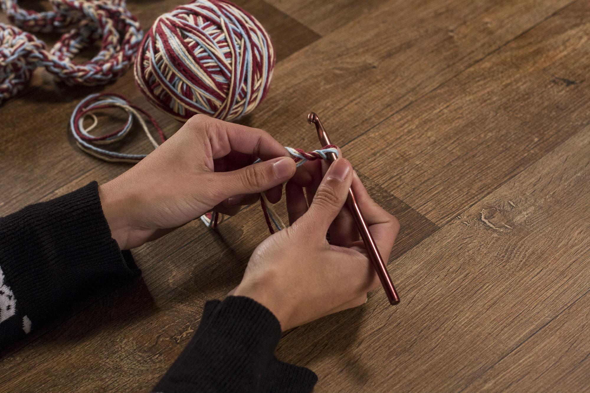 Pegue seus materiais e começa já a sua bolsa de crochê