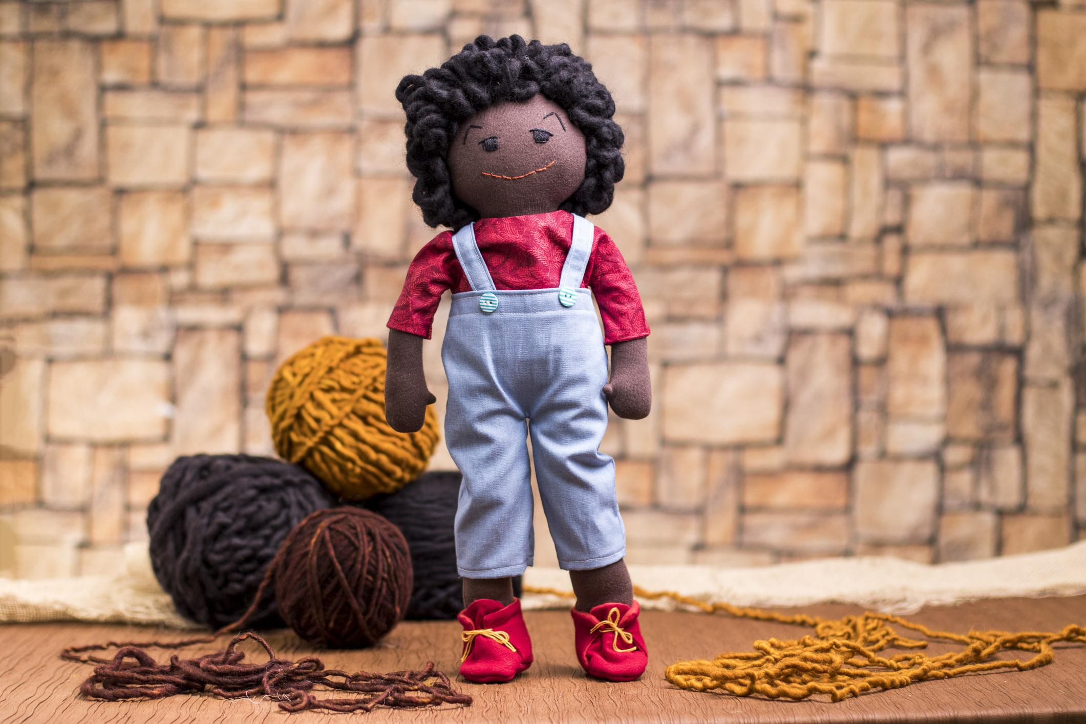 boneca_negro_em_tecido