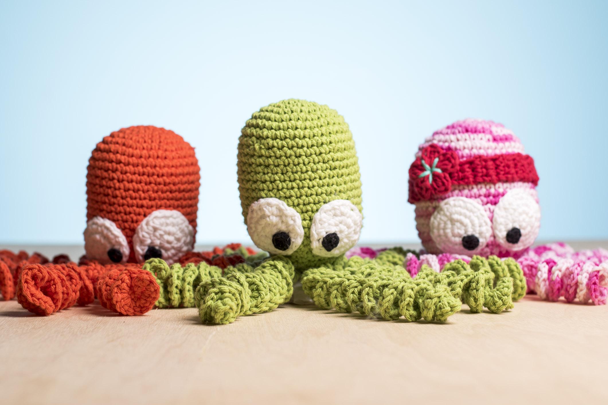 Uma ideia simples que traz resultado para a vida toda. O polvo de crochê vem sendo um forte aliado no desenvolvimento de bebês prematuros em hospitais de diferentes partes do mundo